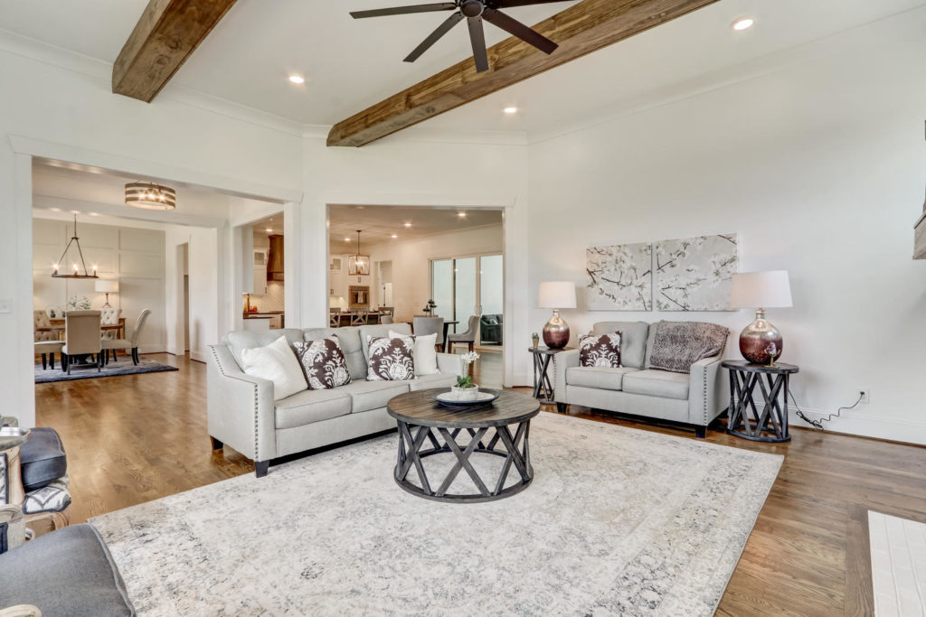 8407 Wolf Ridge Ct Oak Ridge-large-008-017-Living Room-1500x1000-72dpi