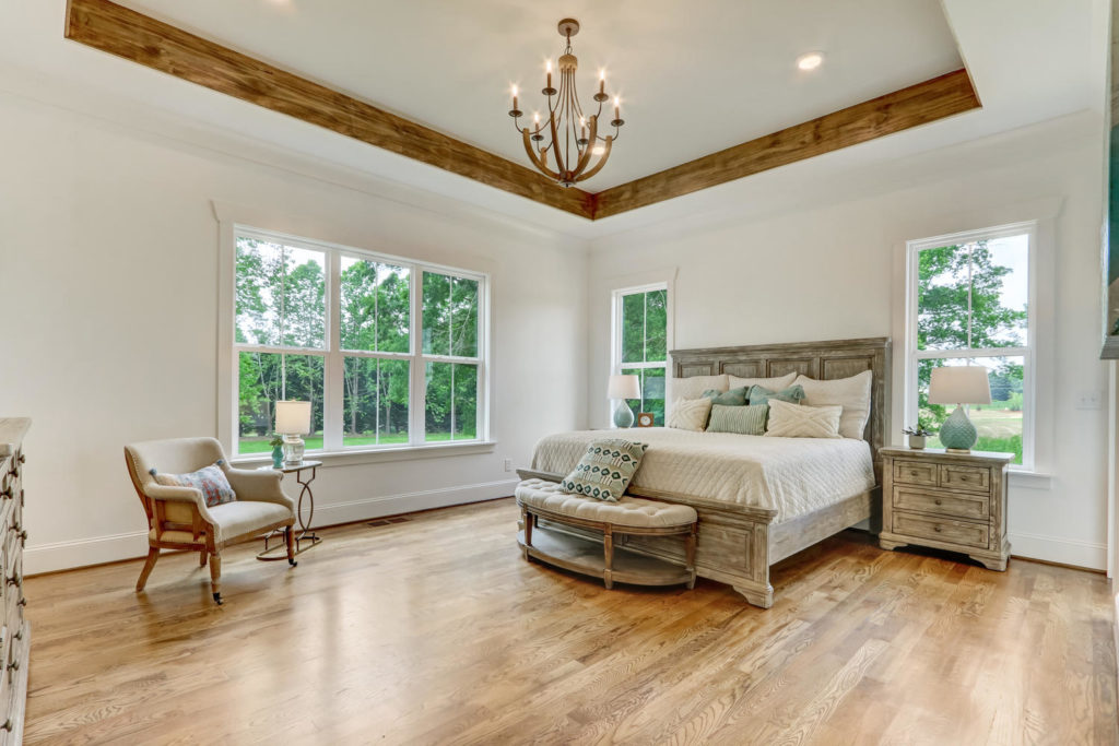 8407 Wolf Ridge Ct Oak Ridge-large-017-028-Master Bedroom-1500x1000-72dpi