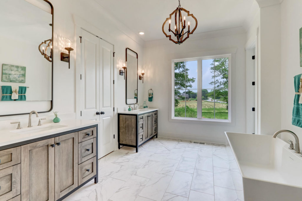 8407 Wolf Ridge Ct Oak Ridge-large-020-012-Master Bathroom-1500x1000-72dpi