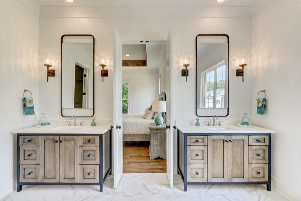 8407 Wolf Ridge Ct Oak Ridge-large-021-033-Master Bathroom-1500x1000-72dpi