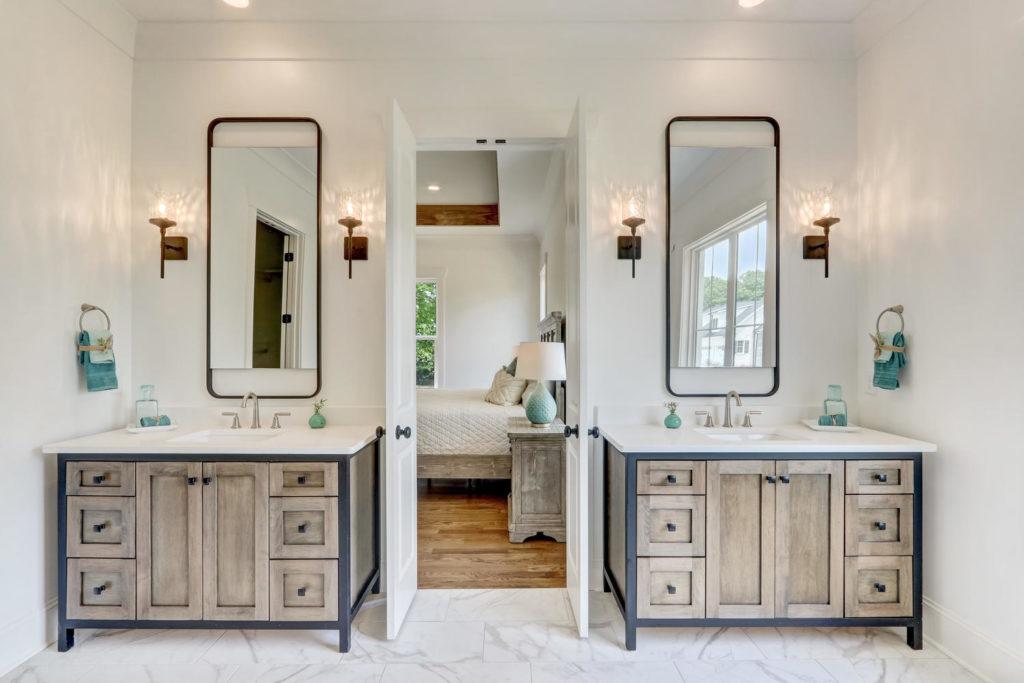 8407 Wolf Ridge Ct Oak Ridge-large-021-033-Master Bathroom-1500x1000-72dpi