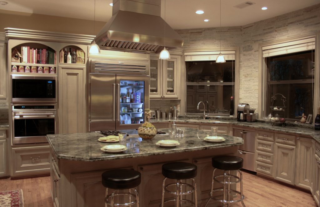 DESIGNER KITCHEN REMODEL by Gryphon Builders